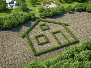 Feld mit Hausumriss